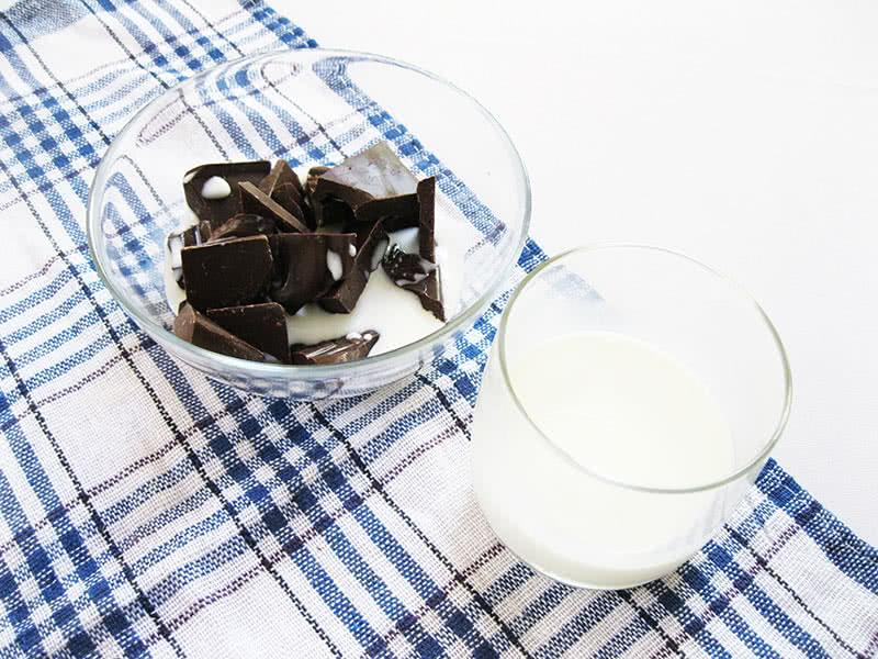 Добавляем немного молока