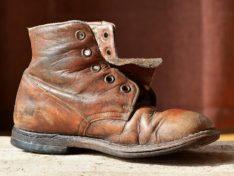 Как избавиться от неприятного запаха в обуви