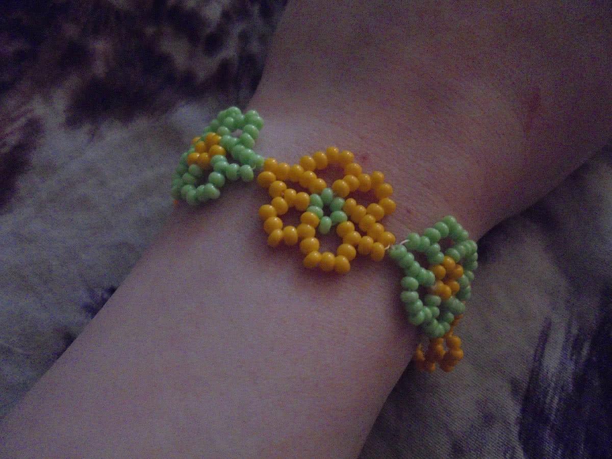 Как сделать весенний браслет из цветов Плетение 24