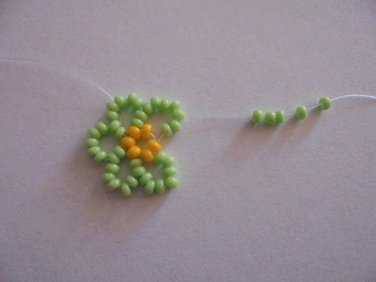 Браслет из бисера «Цветочки»