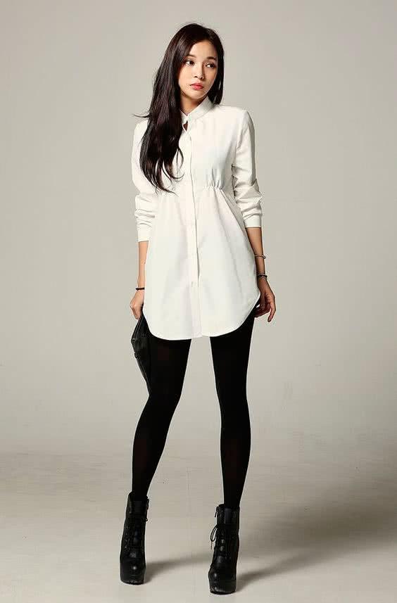 Черные легинсы и белая рубашка