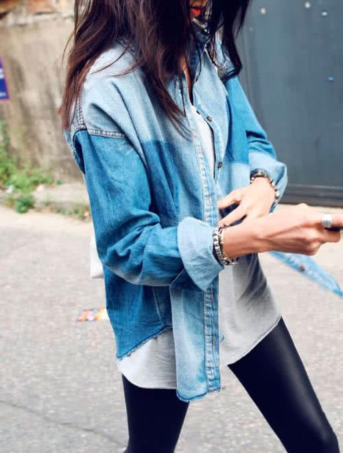 Легинсы и джинсовая рубашка