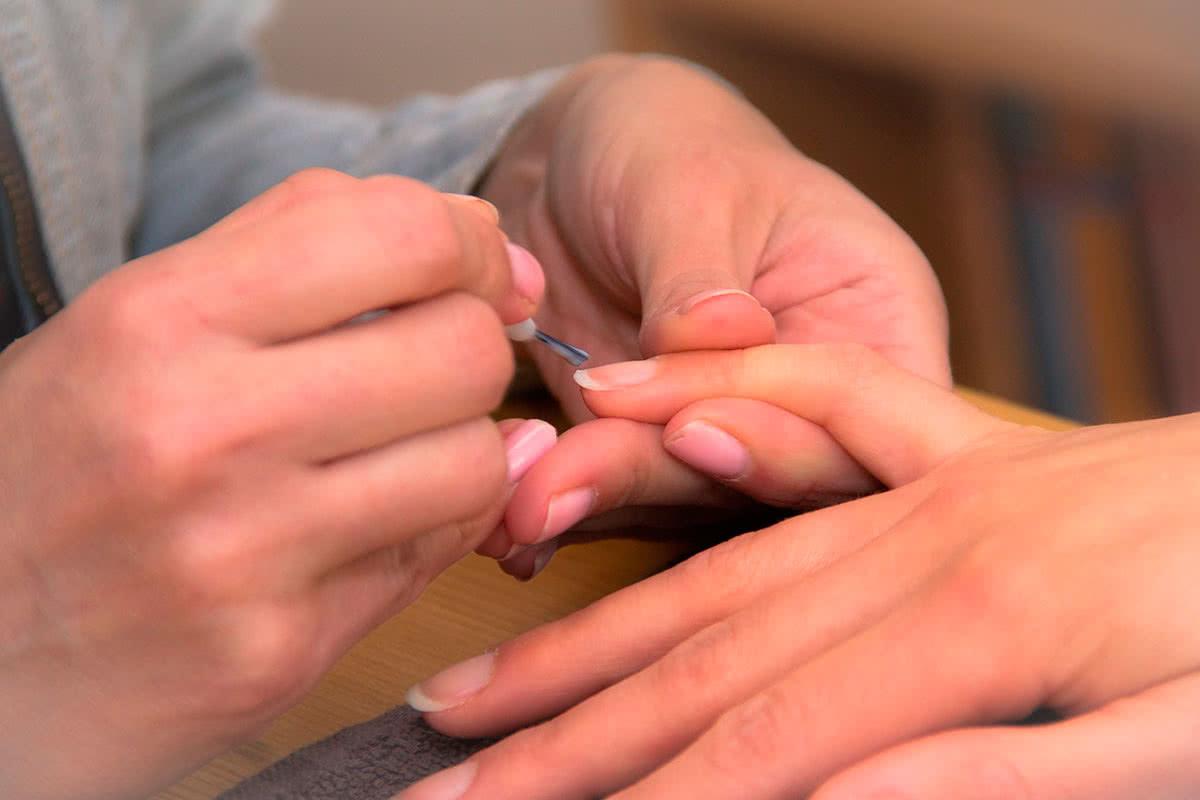 Восстановление ногтей в салоне