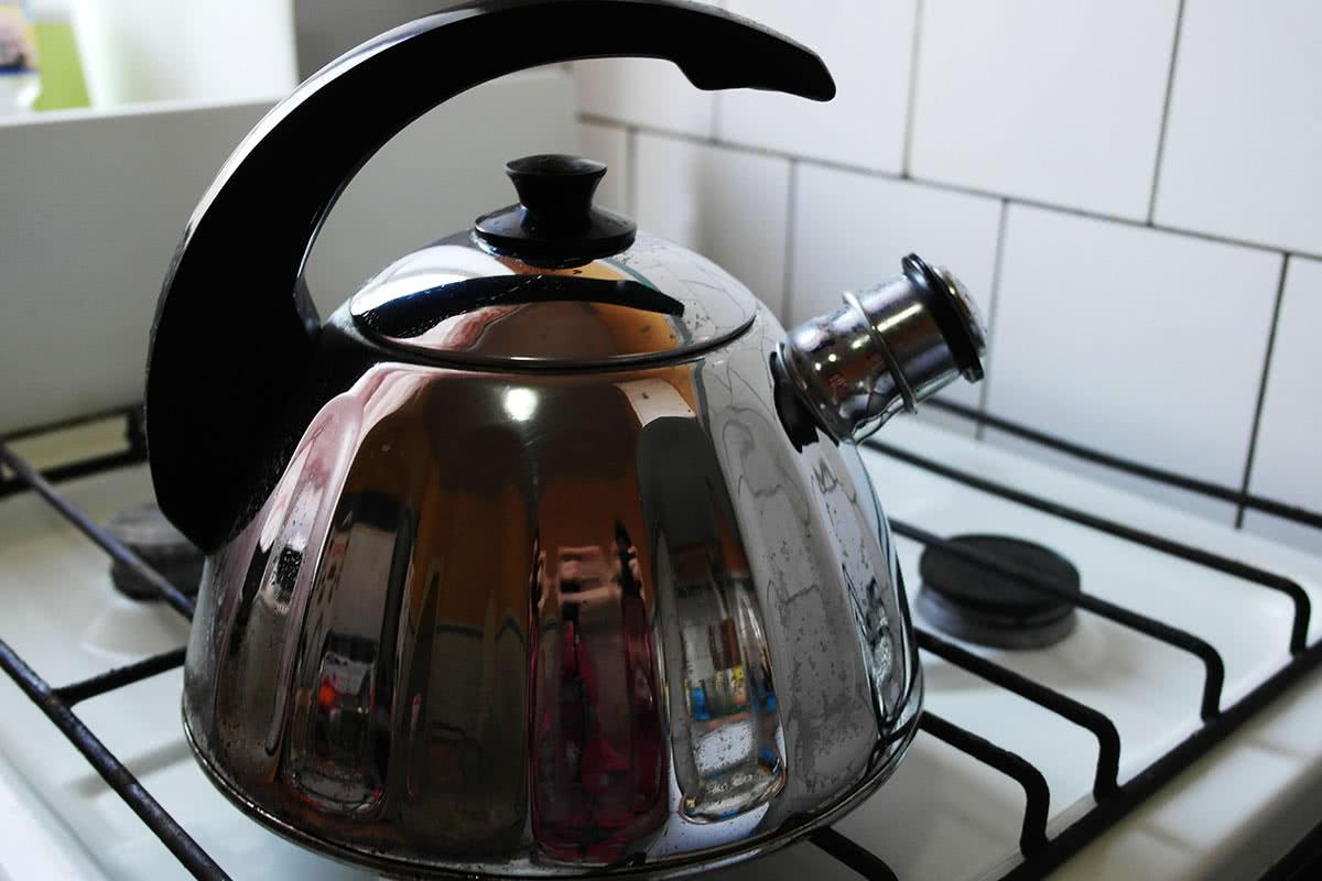 Очищенный содой чайник