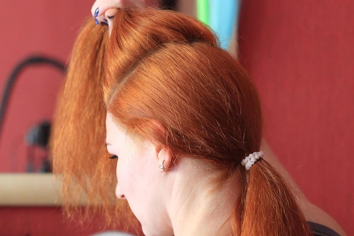 Отделить волосы для начеса