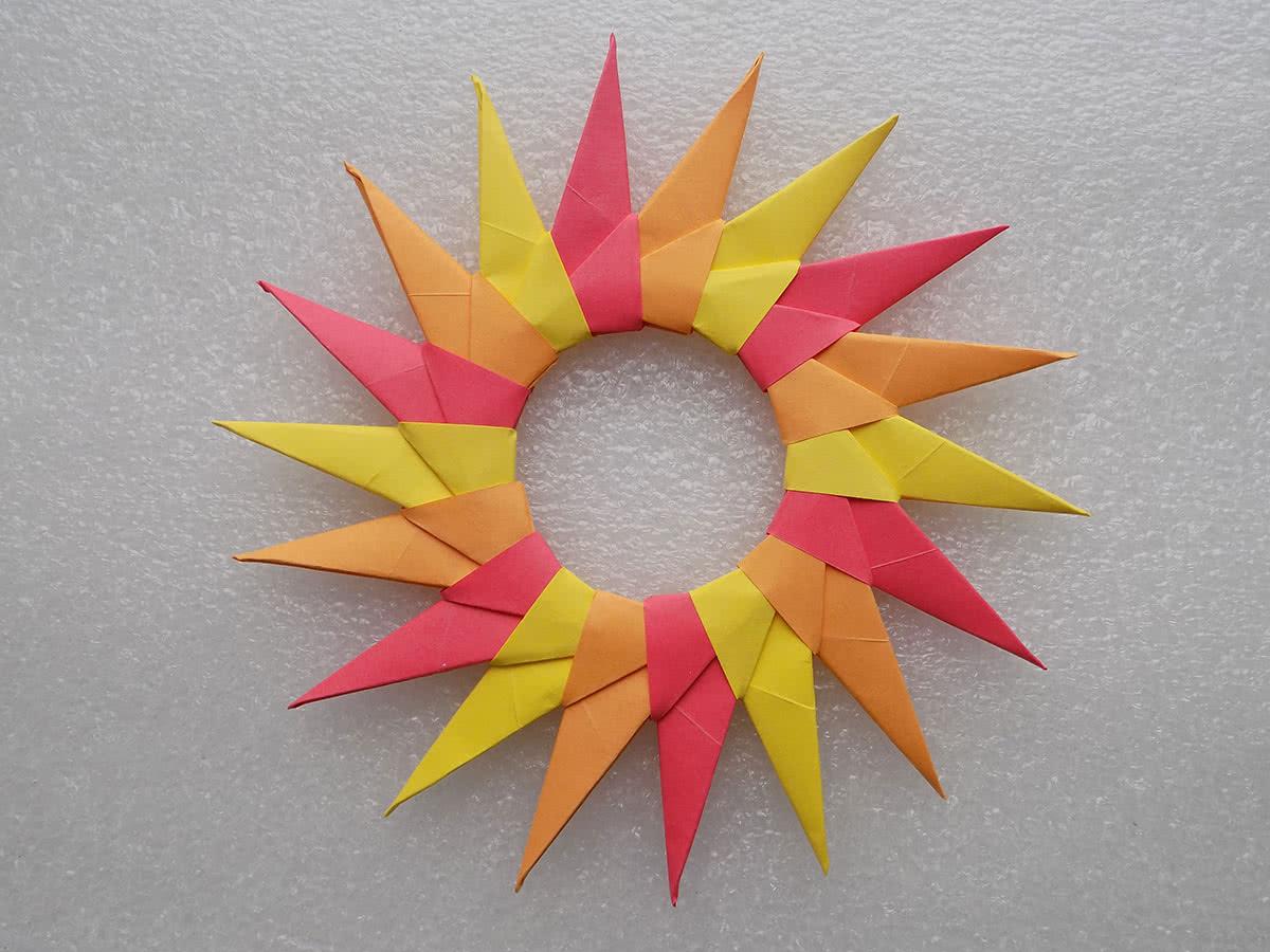 Солнце из бумаги в технике оригами