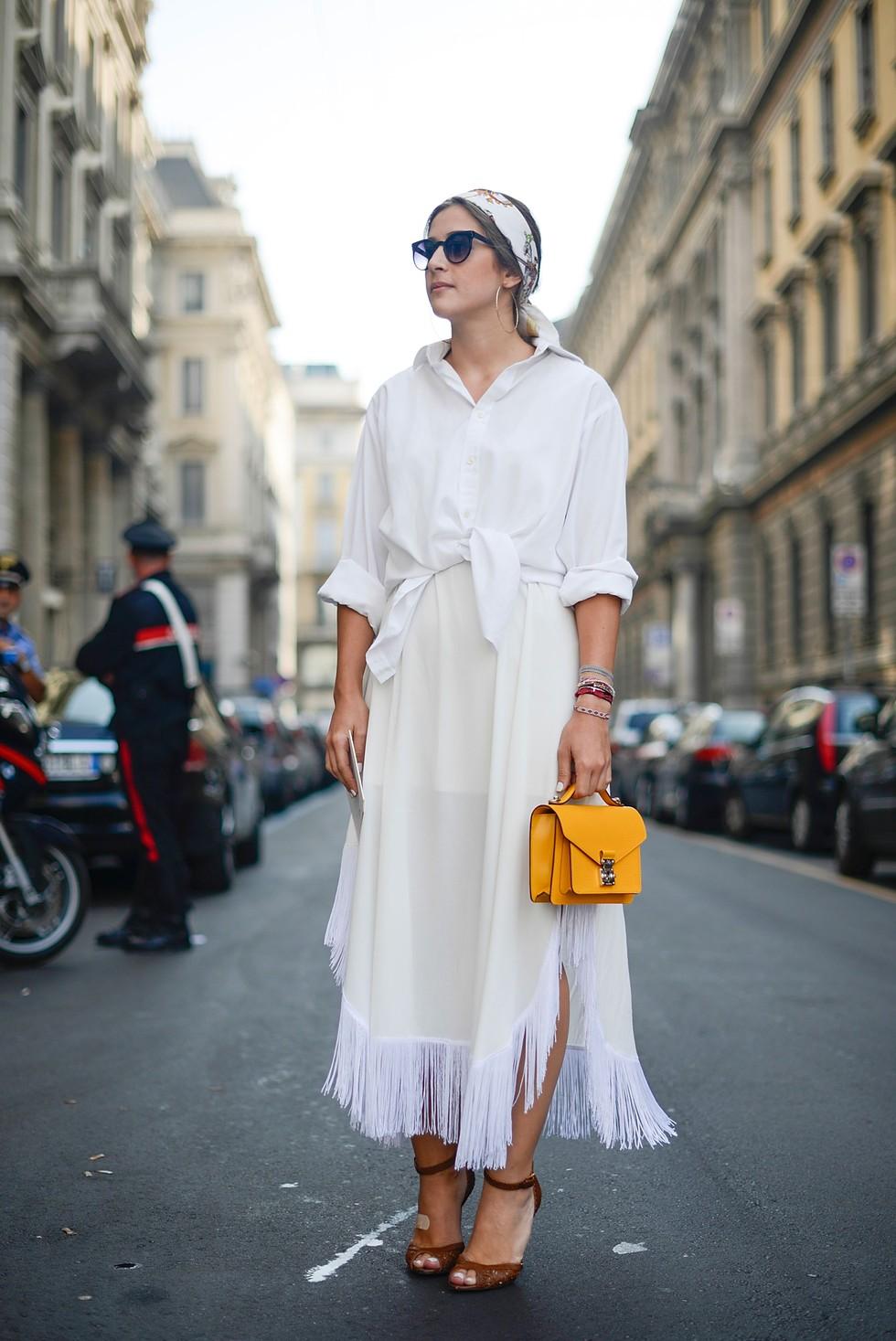 Лук с белой рубашкой