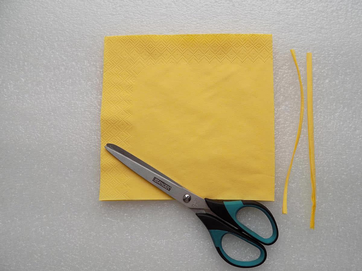 Роза из бумажных салфеток шаг 1