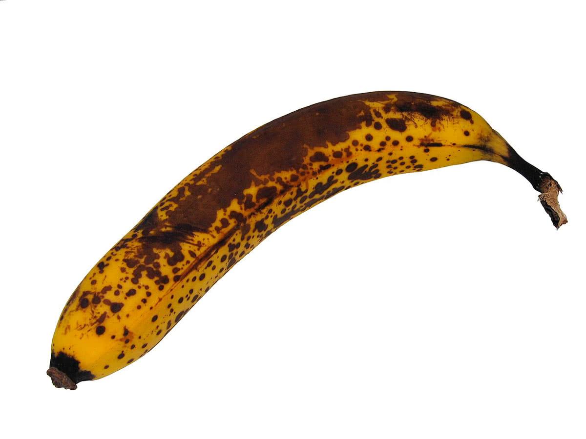 Почерневший банан