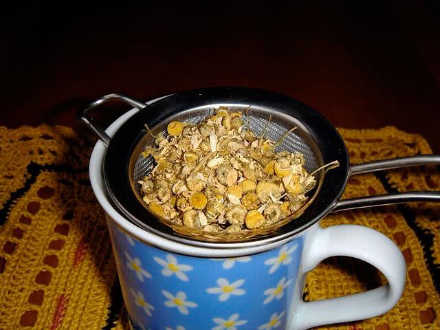 Заваривание ромашкового чая