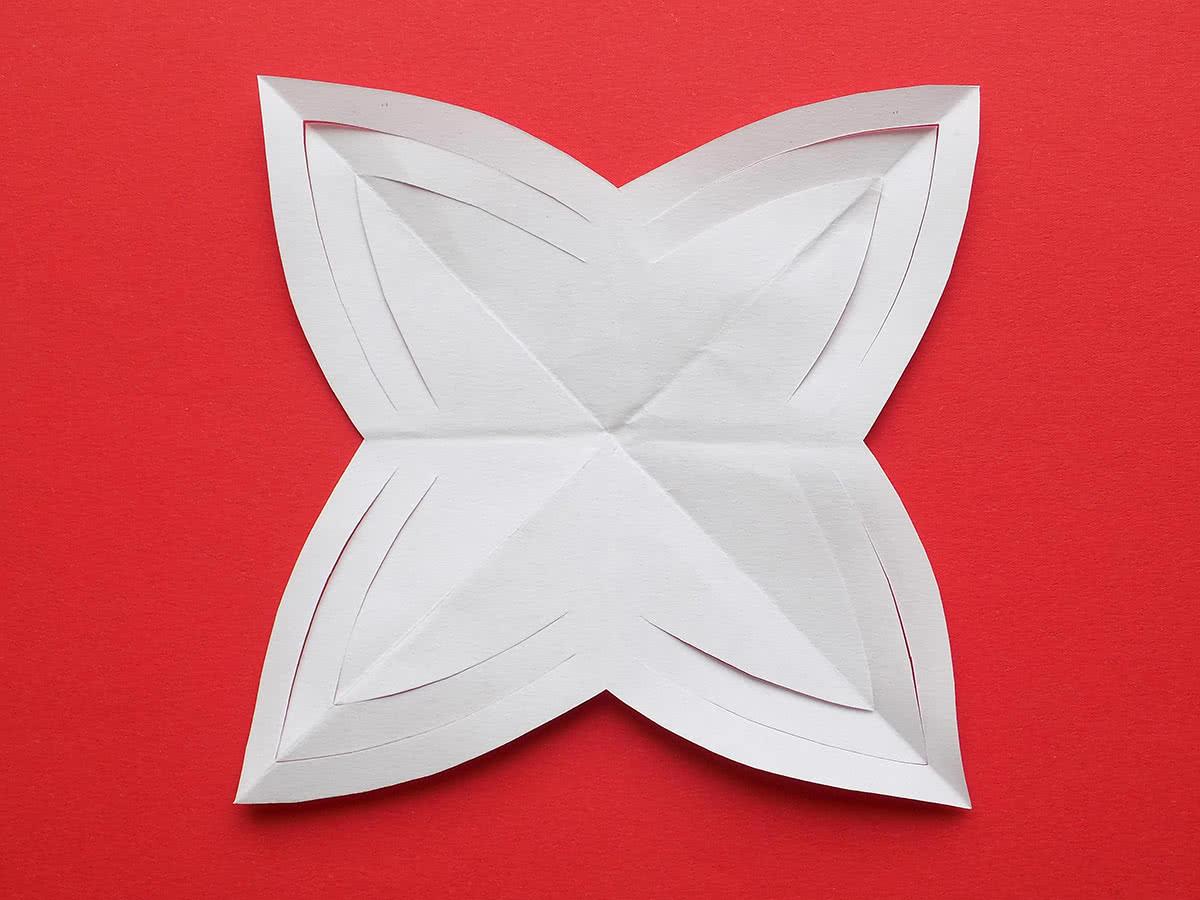Снежинка из бумаги своими руками шаг 6