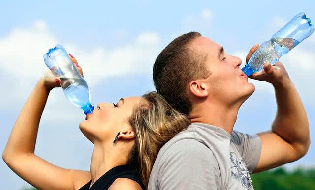 Пить воду на тренировке