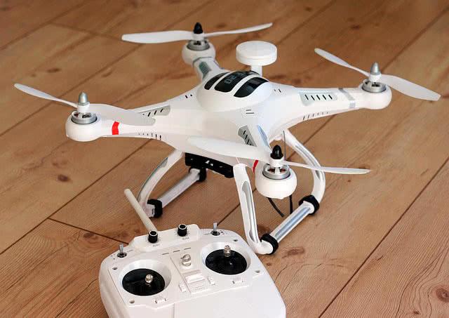 Квадрокоптер в подарок на 23 февраля
