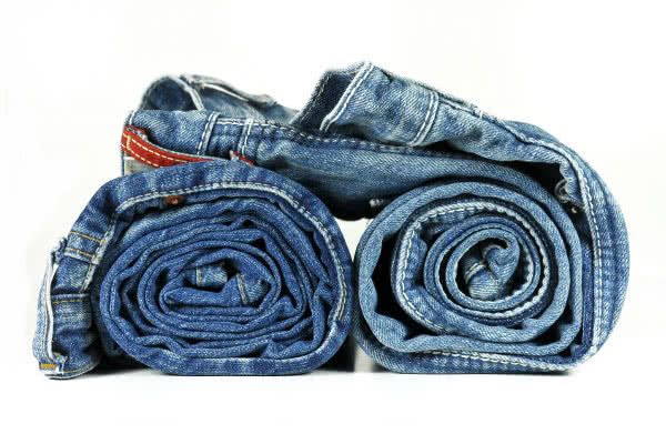 Сложить джинсы в чемодан