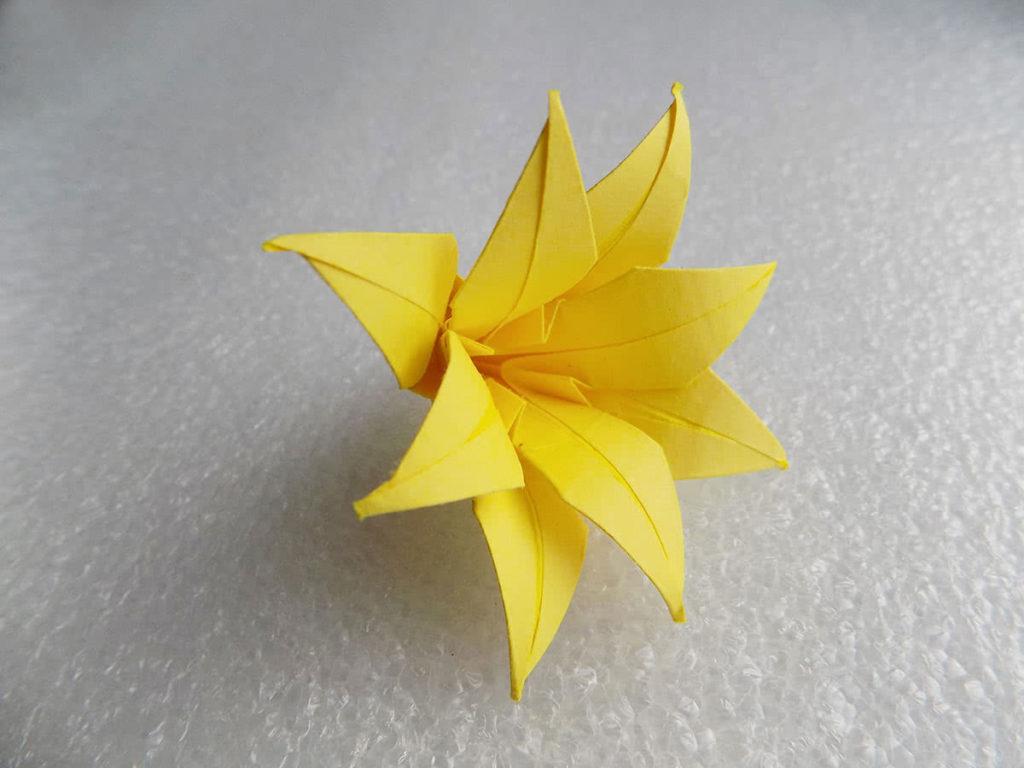 Оригами лилия шаг 25