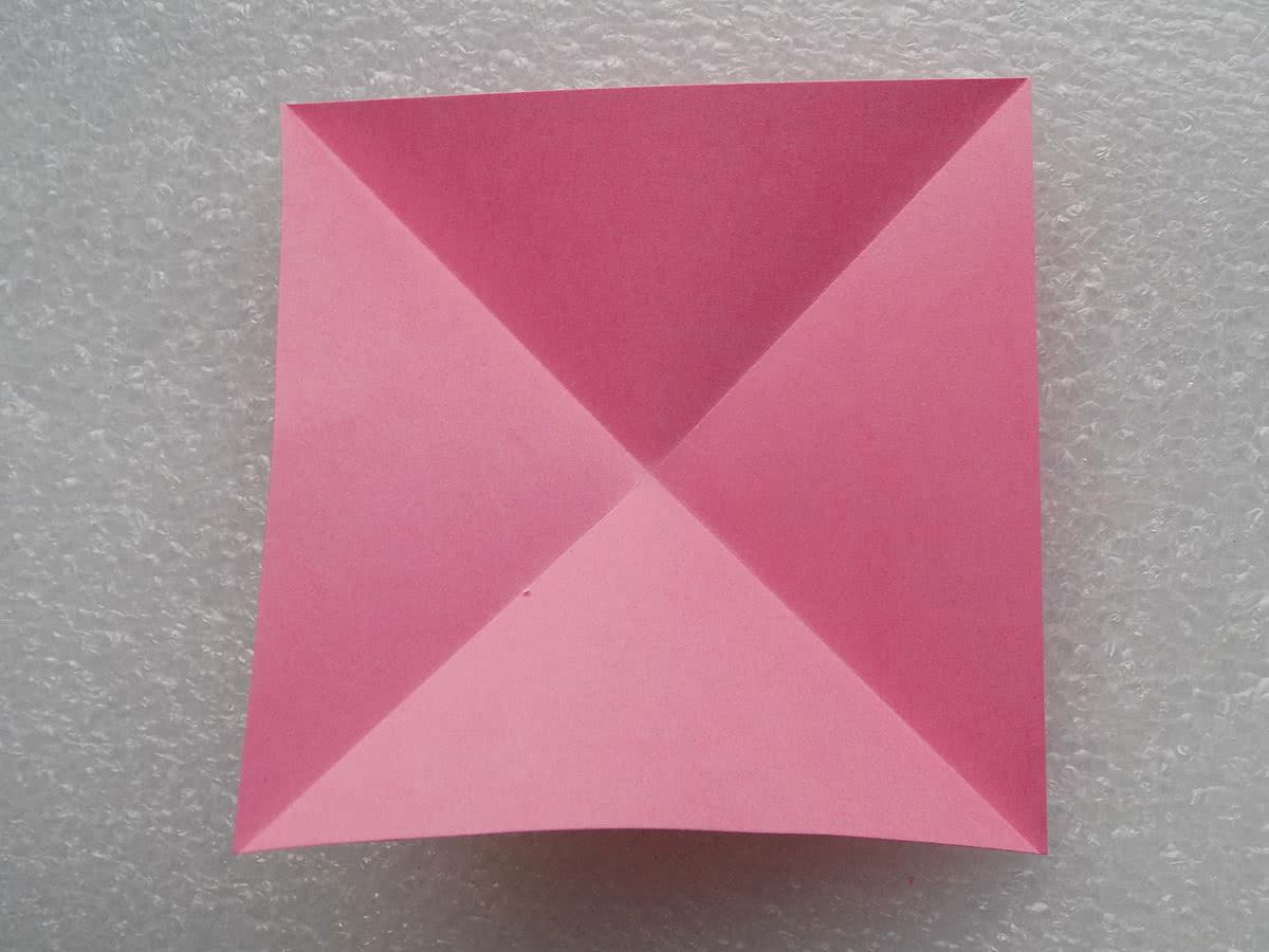 Оригами лилия шаг 1