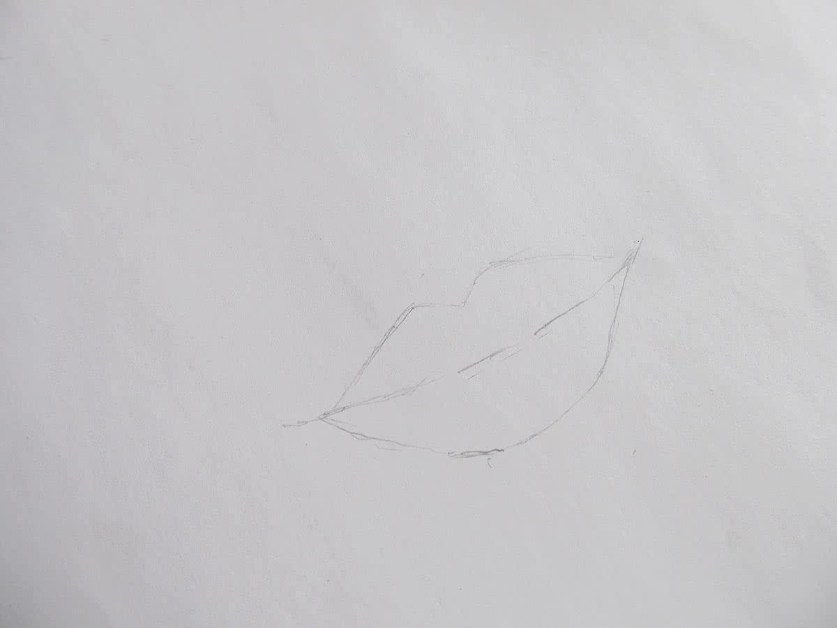 Губы простым карандашом этап 1