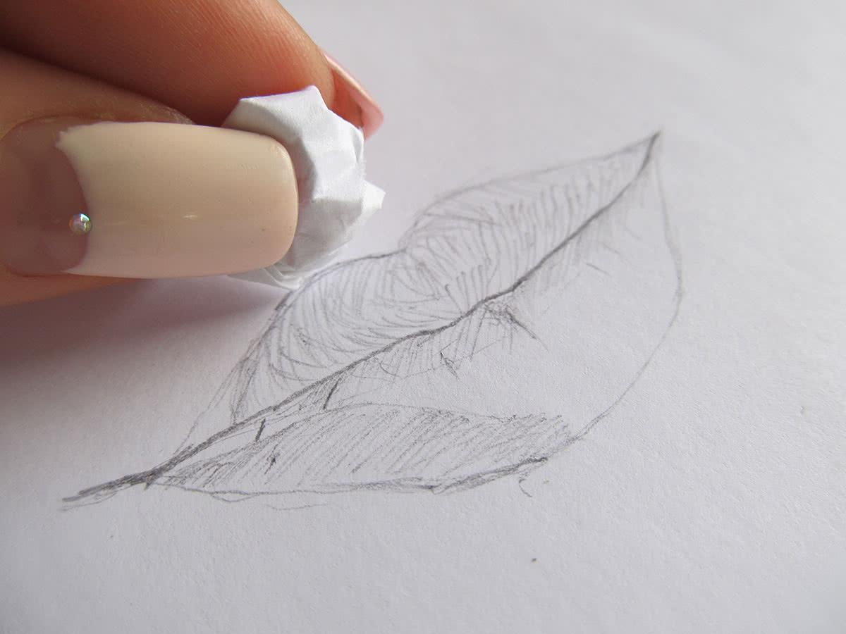 Губы простым карандашом этап 3