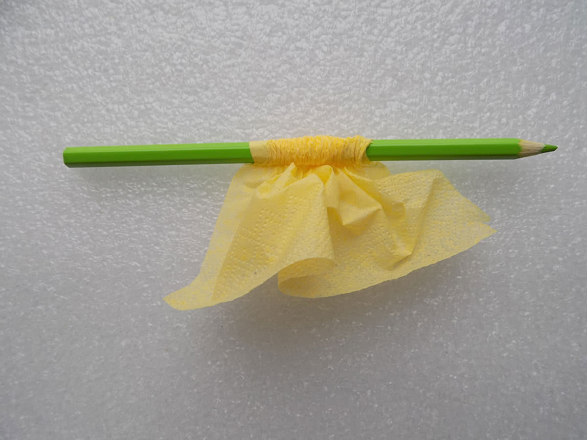 Роза из бумажных салфеток шаг 5