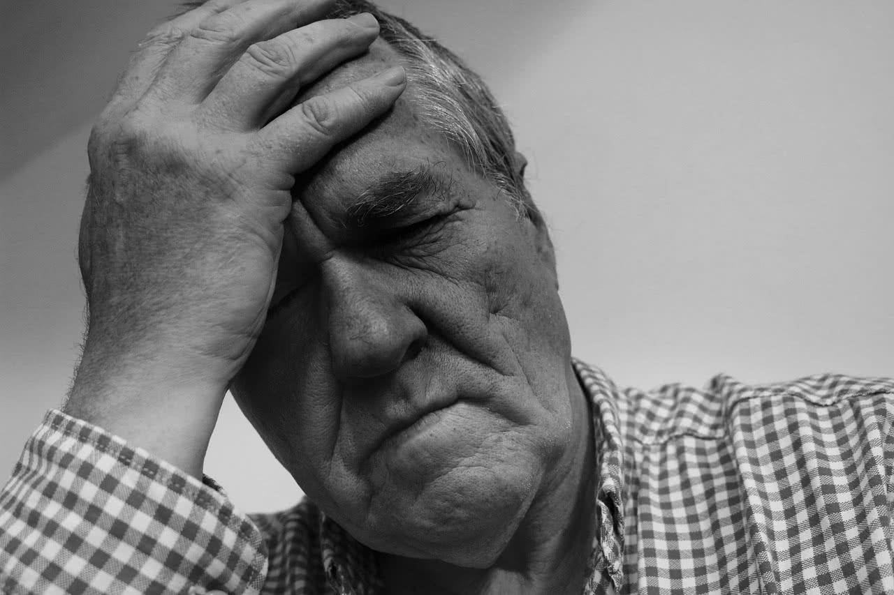 Почему болит голова при голодании и что делать?