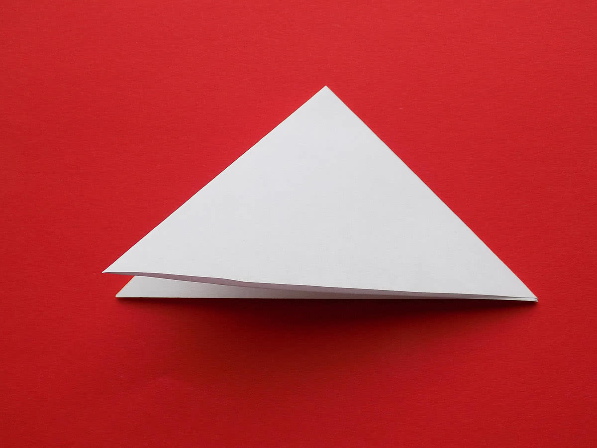 Снежинка из бумаги своими руками шаг 2