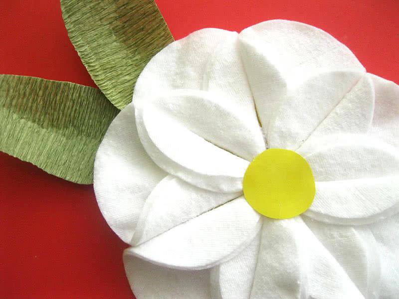 Готовый цветок из ватных дисков