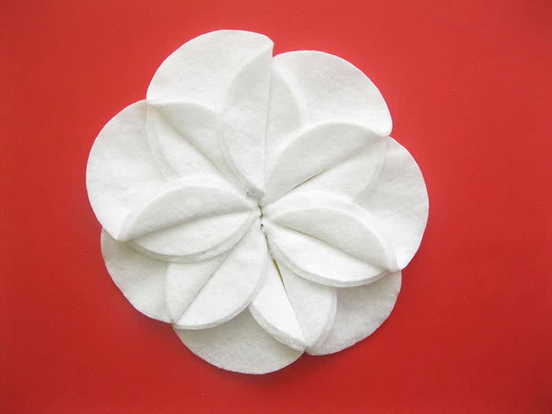 Бутон цветка из ватных дисков