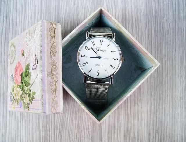 Часы в подарок на 23 февраля