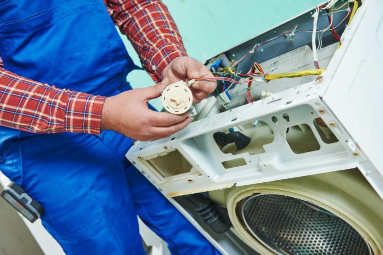 Ремонт стиральной машинки: когда нужно вызывать мастера